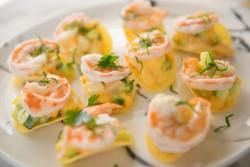 解暑菜谱牛油果芒果薯片大虾沙拉