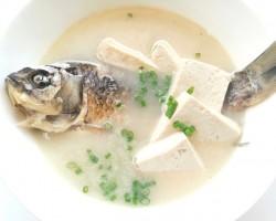 双菇鲫鱼汤