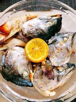 百里香烤三文鱼头的做法_美食方法
