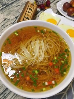 10分钟家常菜——香菇火腿热汤面怎么做好吃 10分钟家常菜——香菇火腿热汤面的做法,步骤