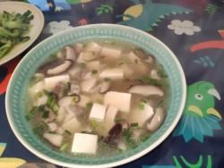 酸辣香菇豆腐汤怎么做好吃 酸辣香菇豆腐汤的做法大全