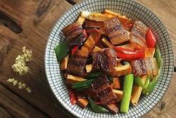 西芹豆干炒腊肉怎么做好吃 西芹豆干炒腊肉的做法