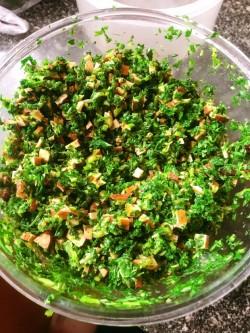 春季食材大比拼凉拌香干马兰头的做法