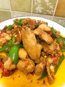 板栗红烧鸡肉怎么做好吃 板栗红烧鸡肉的做法大全
