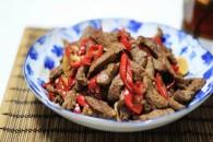 小炒黄牛肉的做法_美食方法