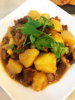 红烧牛肉炖土豆的做法