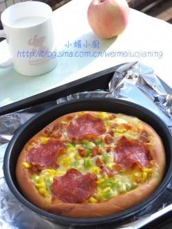花边萨拉米肠披萨