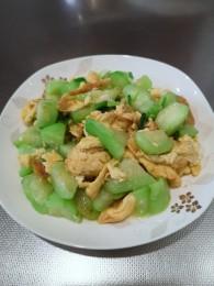 剁椒丝瓜炒鸡蛋的做法_美食方法