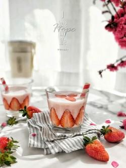 草莓酸奶奶昔怎么做好吃 草莓酸奶奶昔的做法