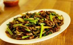 芹菜泡椒牛肉丝