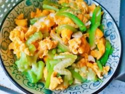 丝瓜炒蛋---简单方便的家常菜