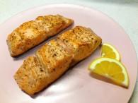 香煎三文鱼加蔬菜土豆怎么做好吃 香煎三文鱼加蔬菜土豆