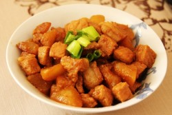 白萝卜炖肉——豆果菁选酱油试用菜谱之三的做法