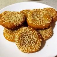硬核菜谱制作人芝麻南瓜饼的做法