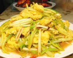 青椒蒜苗炒鸡蛋怎么做好吃 青椒蒜苗炒鸡蛋的做法,配方