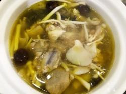 什锦菌菇鸡汤