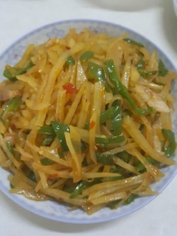 麻中酸辣的祛湿开胃菜《青椒土豆丝》