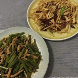 口蘑蒜苔炒肉