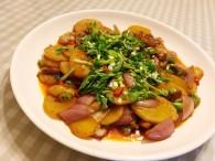 干锅土豆片的做法_美食方法