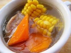 秋季靓汤——胡萝卜玉米大骨汤做法大全 秋季靓汤——胡萝卜玉米大骨汤的做法大全