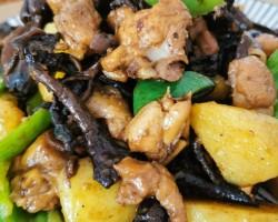 砂锅鸡腿炖蘑菇土豆
