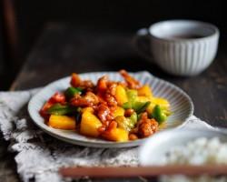 粤菜之经典的一道酸甜可口的开胃菜——【菠萝咕咾肉】