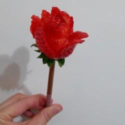 草莓玫瑰花怎么做好吃 草莓玫瑰花
