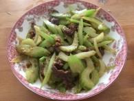 芹菜炒牛肉粒怎么做好吃 芹菜炒牛肉粒的做法