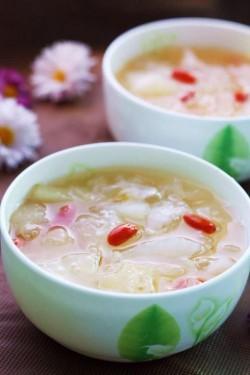 秋季滋补——冰糖银耳梨汤怎么做好吃 秋季滋补——冰糖银耳梨汤