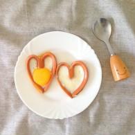 """爱心香肠煎蛋——美亚粉尚""""靓瘦""""好锅试用菜谱的做法"""
