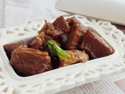土豆西红柿莲子炖牛肉