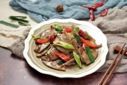 黄瓜爆炒猪肝 春季养生菜