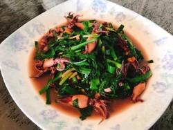 墨鱼仔炒韭菜的做法_美食方法